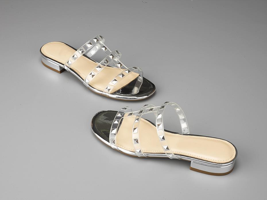 铆钉平底凉鞋