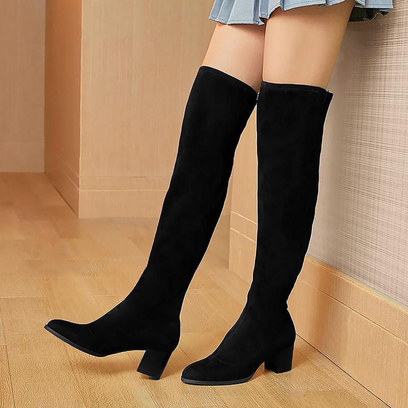 百搭的黑色短靴