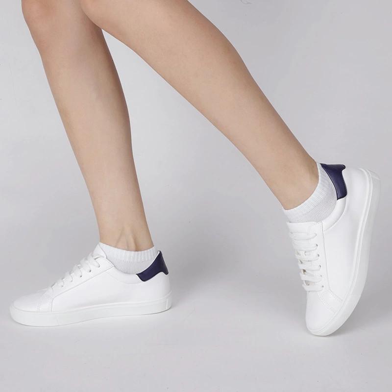 学生应该怎么选择既时尚又百搭的一双鞋子呢