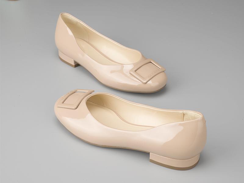 女士多色粗跟单鞋裸色