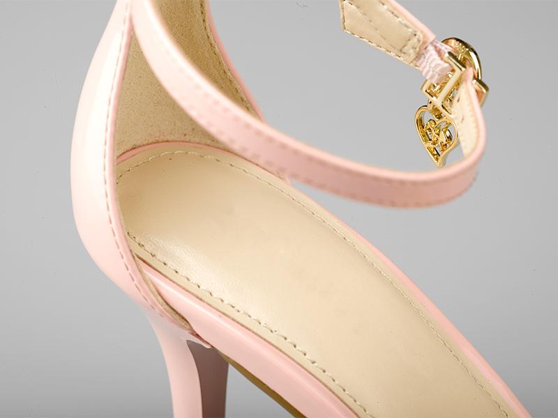 女士气质高跟凉鞋细节