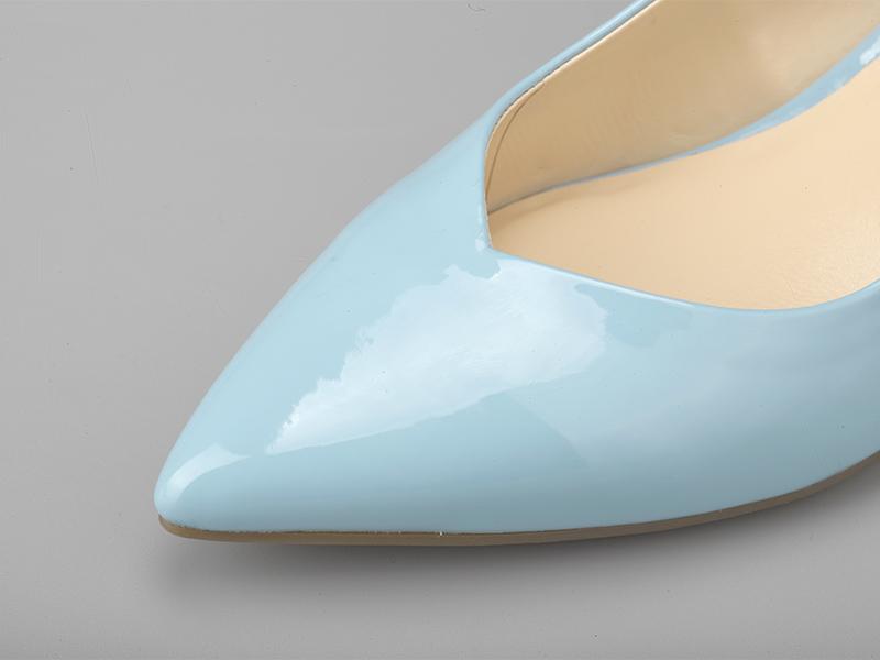 女士经典粗跟凉鞋鞋头
