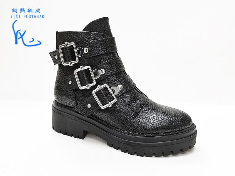 皮革锁扣马丁靴