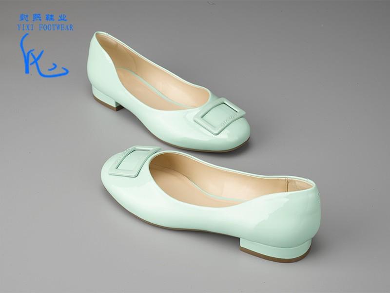 女士多色粗跟单鞋