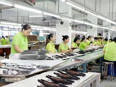 懿熙鞋业成型生产线
