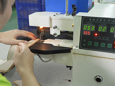 女鞋电脑车缝纫机加工