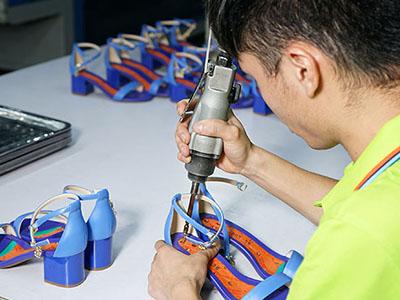 鞋子加工厂组合大底-单鞋定制流程