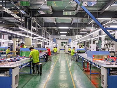 懿熙鞋业女鞋工厂生产流水线