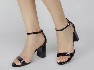 夏季时尚女鞋凉鞋购买注意事项