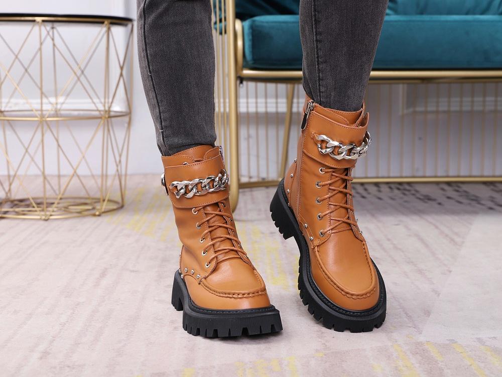 女鞋生产厂家-马丁靴YW-037棕上脚1
