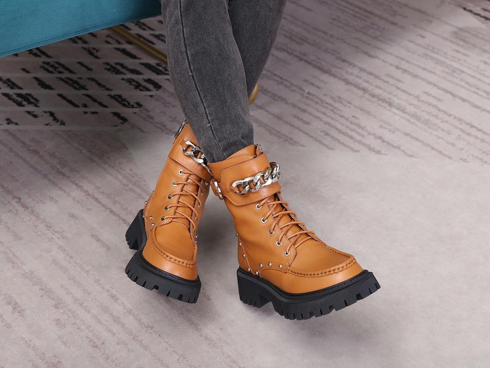女鞋生产厂家-马丁靴YW-037棕上脚8