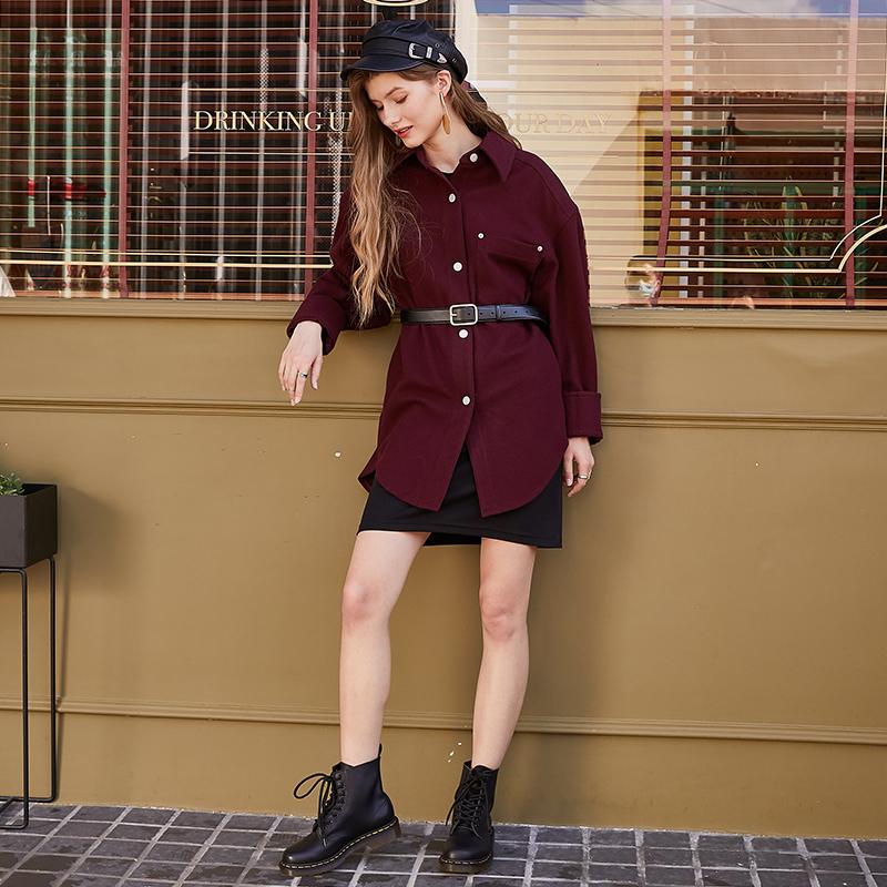用不同的服饰来搭配高跟凉鞋,会让人倍感时尚感。