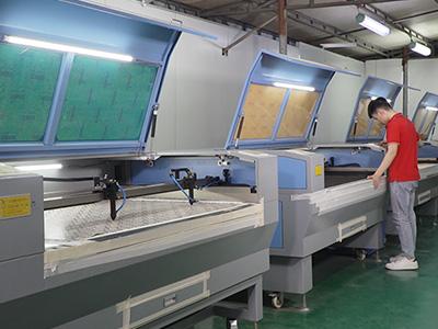 女鞋生产厂家车间生产加工设备-懿熙鞋业
