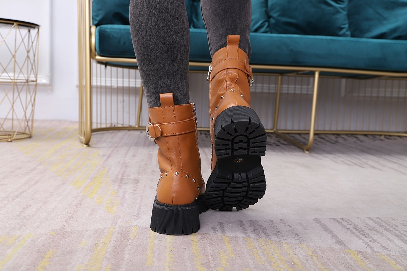 如何去判断女鞋生产厂家的马丁靴质量?-懿熙鞋业