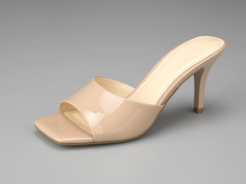 女士高跟拖鞋侧面