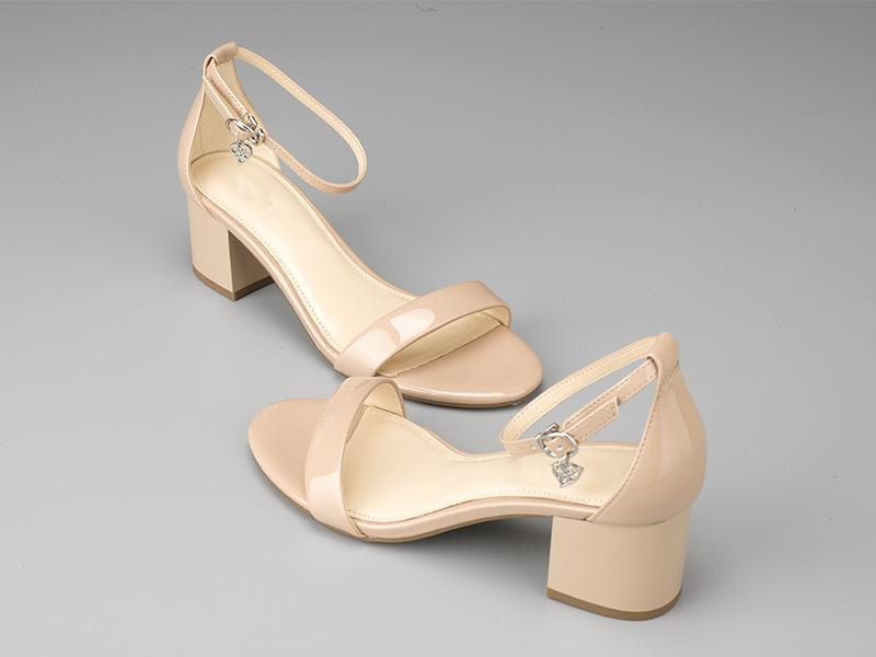 女士粗跟凉鞋